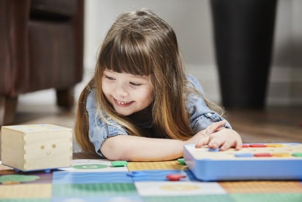 子供とプログラミング教育 ~論理的思考力を身に付け、プログラミングを学べる知育玩具「Cubetto」~