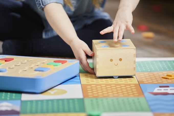 プログラミングが学べる知育玩具「Cubetto」2