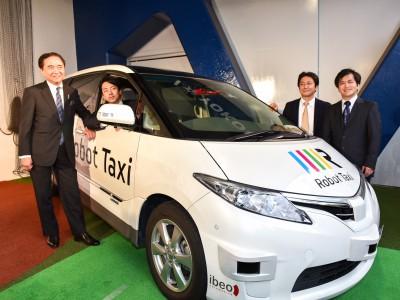 自動運転車「ロボットタクシー」が切り開く未来 ~交通弱者を救え~